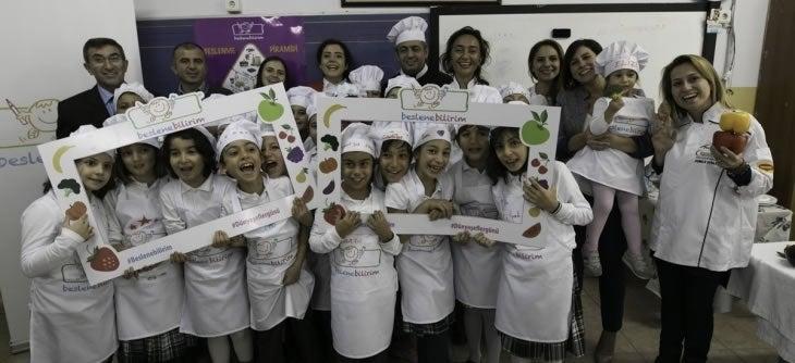 Minik şefler, Beslenebilirim projesi kapsamında Dünya Şefler Günü'nde mutfağa girdi