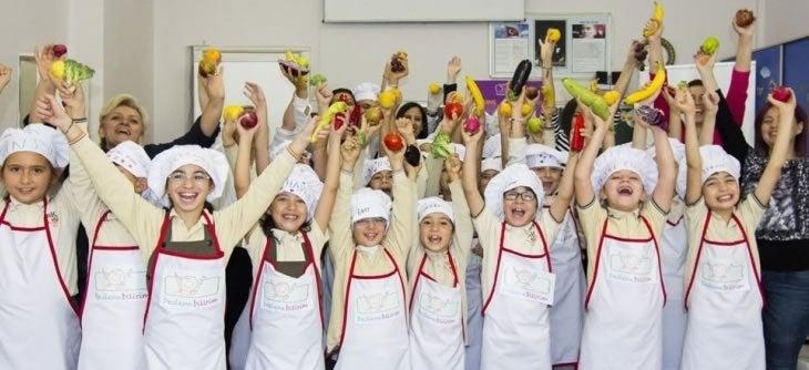 Bakırköy Kartaltepe İlkokulu Öğrencileri Sağlıklı Adımlar Projesi Kapsamında Dünya Şefler Günü'nde Mutfağa Girdi!